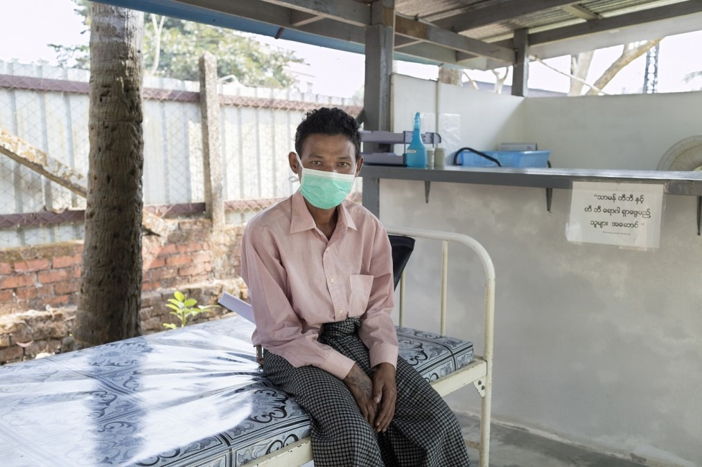 Un patient dans la clinique Insein de MSF à Yangon, au Myanmar. Février 2018. © Alessandro Penso/MAPS