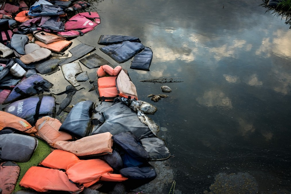 Thousands of life jackets left behind by arriving migrants are gathered at a dump on Lesbos Island, Greece. May 2018. ©Robin Hammond/Witness Change