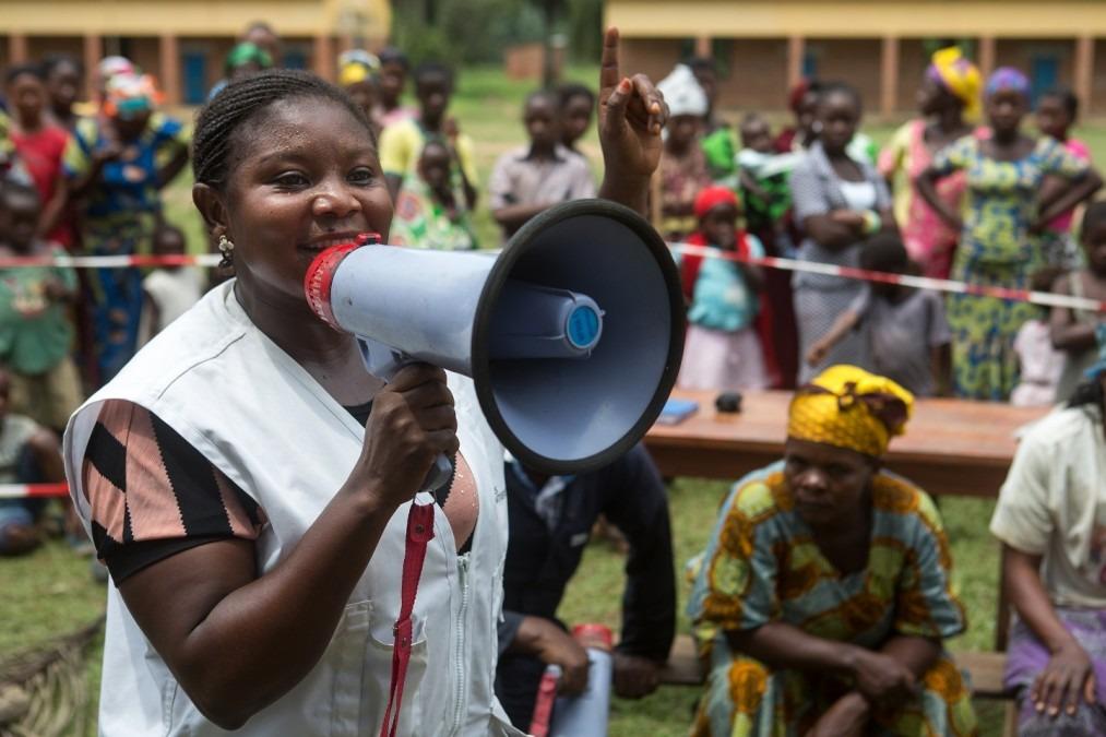 Activité de sensibilisation sur l'hygiène et la santé. RDC, février 2017. ©Gwenn Dubourthoumieu