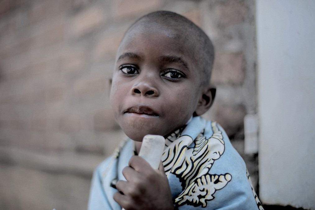 Gloria Chipasula, 11 ans, patiente séropositive au VIH et à la tuberculose. Malawi, juillet 2017. © Luca Sola