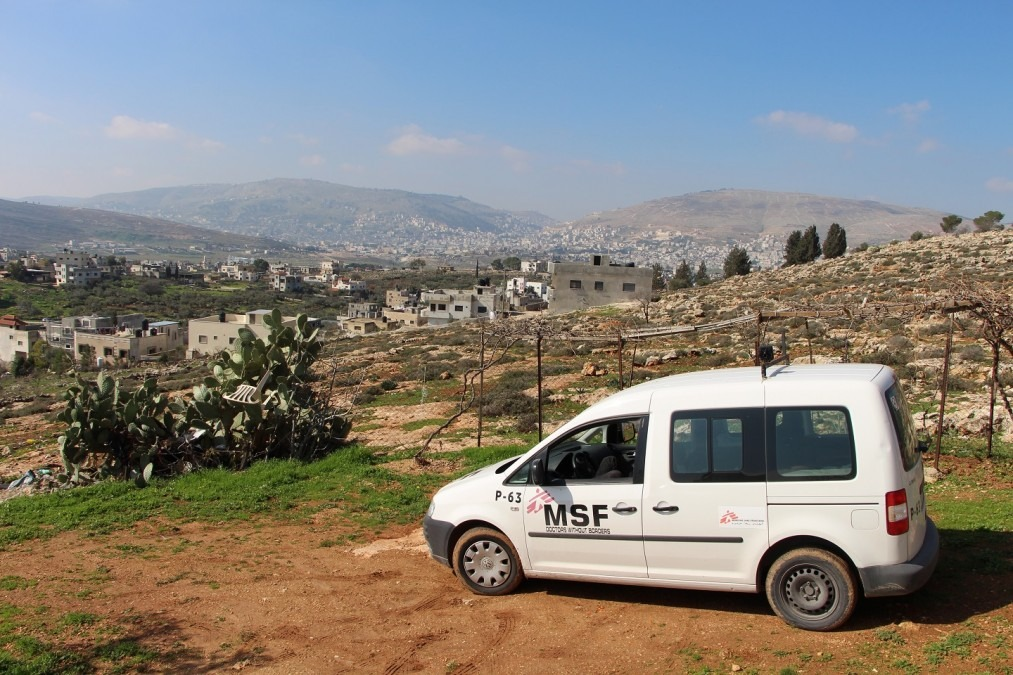 MSF car outside of a patient's house in Salem village, during a psychotherapy session at home.West Bank, January 2018. © Laurie Bonnaud/MSF