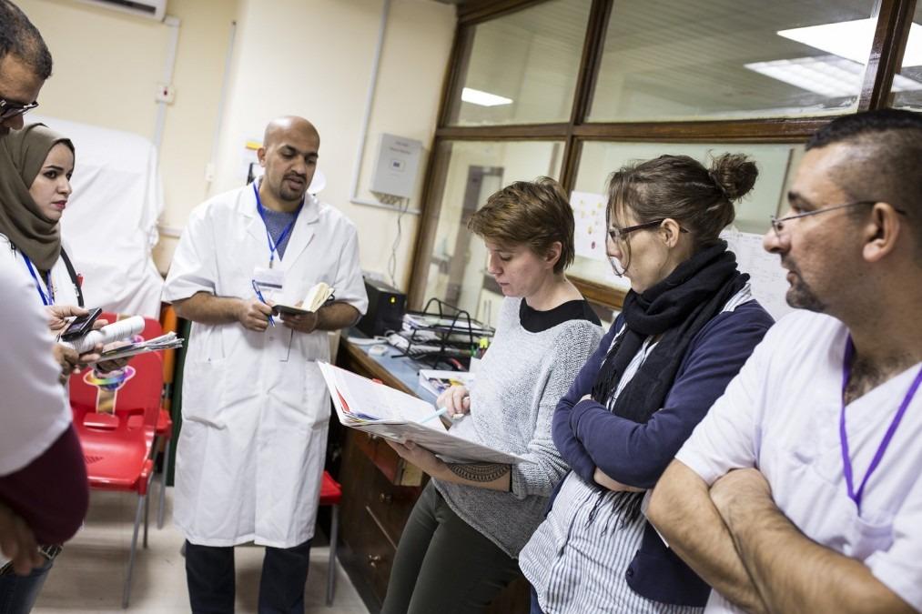 Briefing quotidien du personnel médical du centre de rééducation médicale de Bagdad, en Irak. Décembre 2017. © Florian SERIEX/MSF