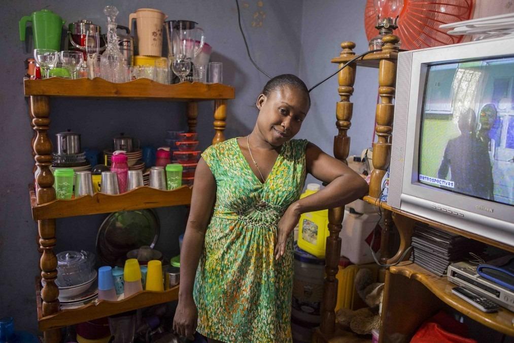 René Nadia, 27 ans, a été renversée par une voiture alors qu'elle était assise devant la maison où elle vit. Suite à l'accident, elle a été prise en charge par l'hôpital Nap Kenbé de Tabarre. © Jeanty Junior Augustin, Haïti, décembre 2017