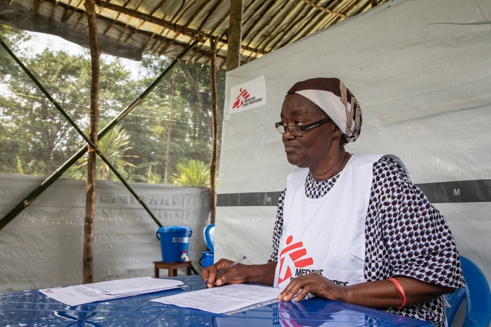 Participants to the vaccination receive information on the vaccine before consenting, and will be carefully monitored over a period of time, DRC, June 2018. © MSF/Louise Annaud