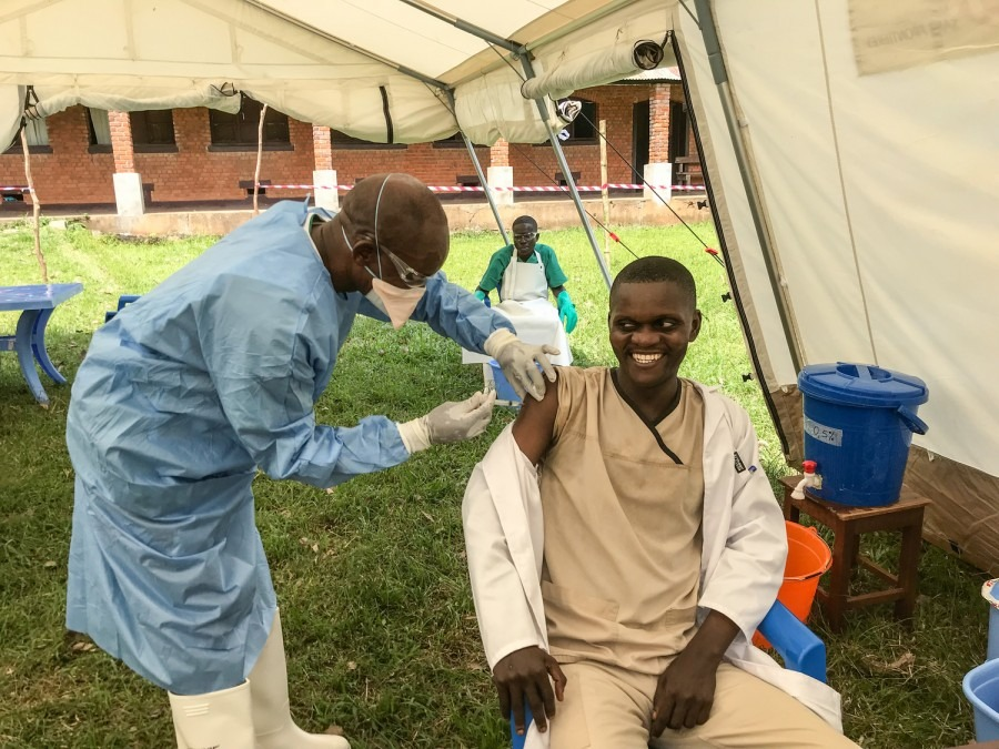 MSF Ebola RDC Vaccination