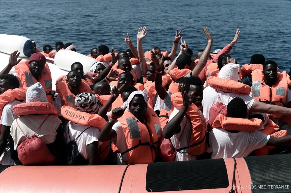 Transfer von 400 Personen von der Aquarius auf zwei Schiffe der italienischen Marine. Juni 2018. © Kenny Karpov/SOS Mediterranee