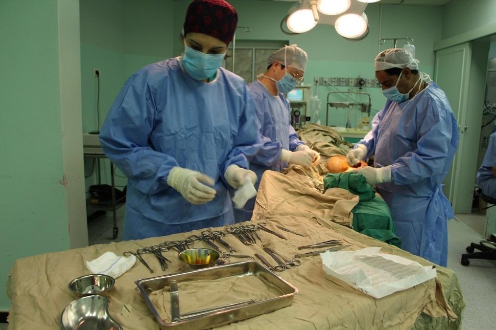 Les équipes chirurgicales de MSF opèrent à l'hôpital Al Hawdaa, l'un des 5 hôpitaux où MSF intervient à Gaza, juin 2108. © Laurie Bonnaud/MSF