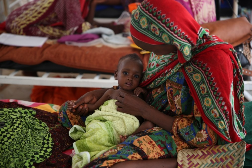 Fatima avec sa fille de 8 mois qui s'appelle aussi Fatima. Tchad août 2018. © Mohammad Ghannam/MSF