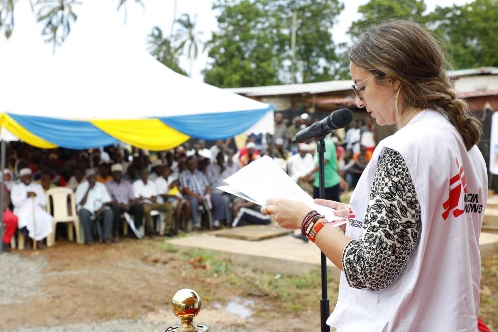 Stéphanie Giandonato, chef de mission de MSF Suisse, prononce un discours lors de l'ouverture officielle de l'hôpital Mrima nouvellement agrandi à Likoni. Kenya, mai 2018. © Paul Odongo/MSF