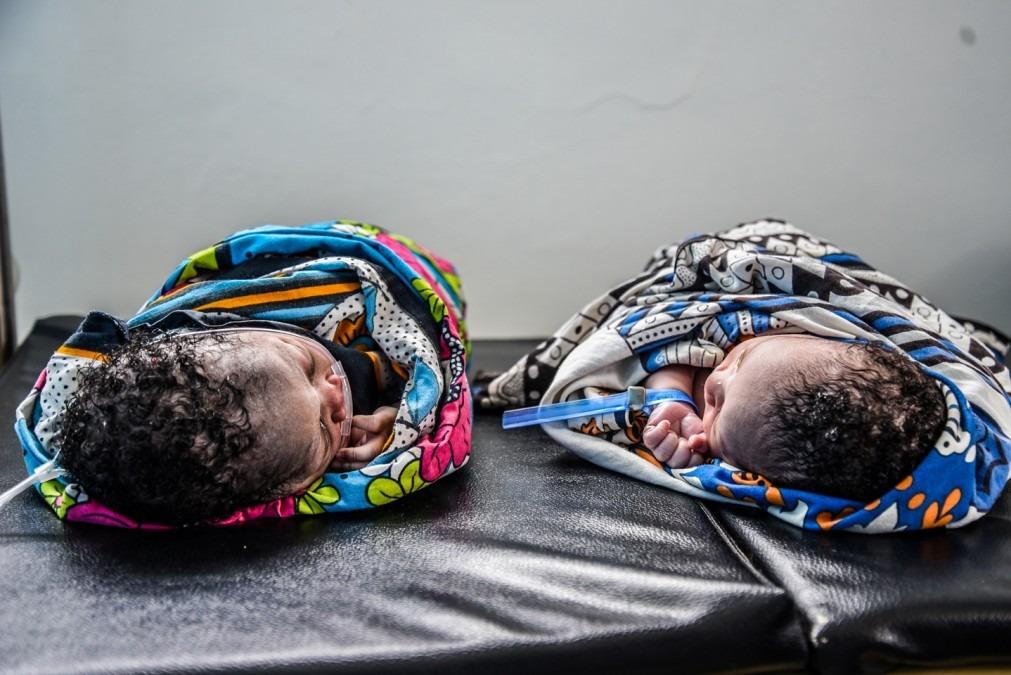 Des nouveau-nés dans les installations provisoires MSF à Likoni. © MSF/Paul Odongo