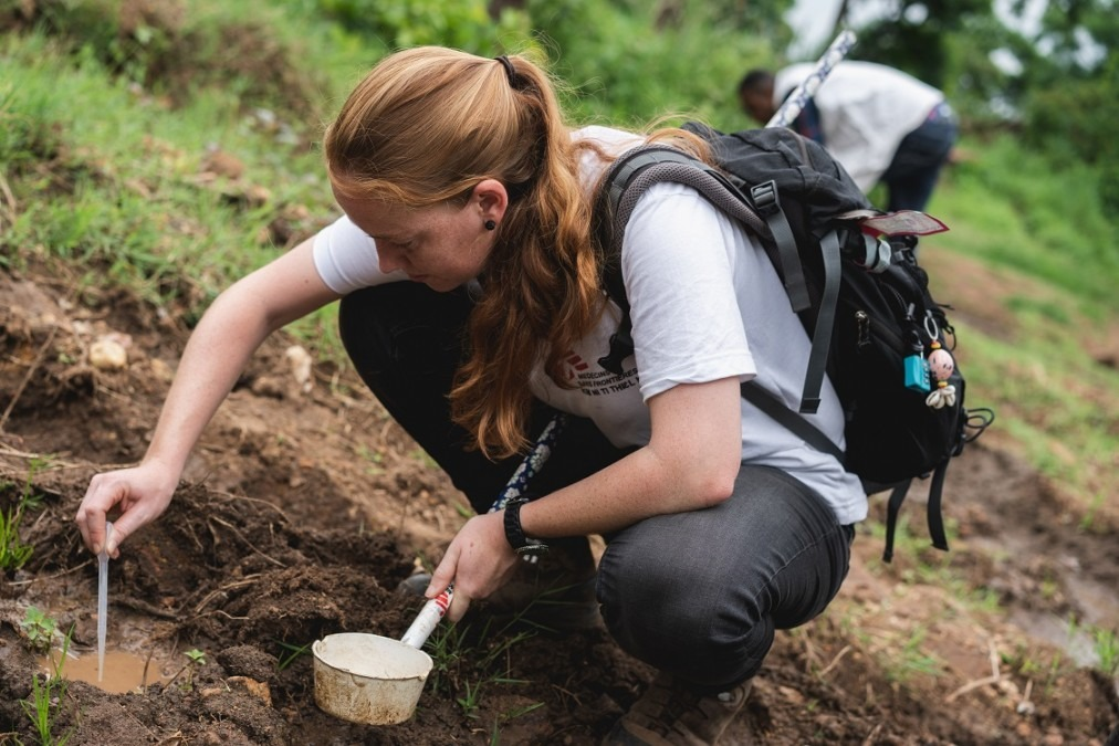 MSF entomologist Jeanine Loonen catching mosquito larvae near Nguenyyiel refugee camp, Ethiopia. July 2018. © Gabriele François Casini/MSF