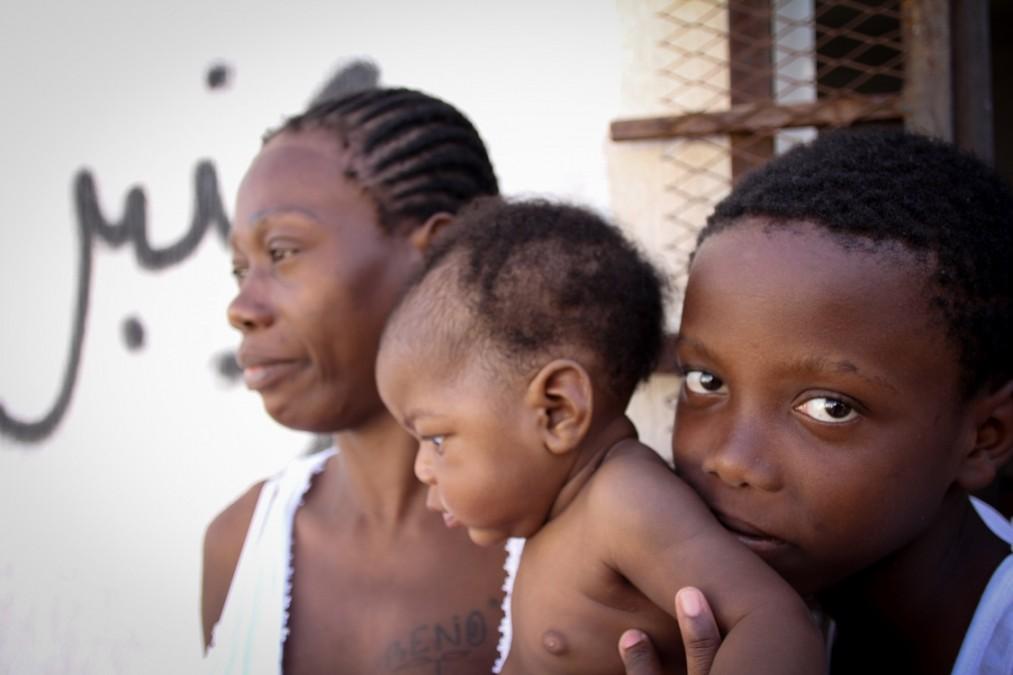 Un enfant de 9 mois est détenu avec sa mère et son frère de 10 ans. Libye, septembre 2018. © Sara Creta/MSF