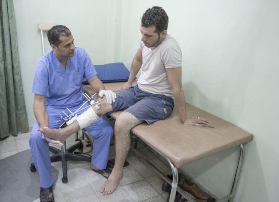 L'os de la jambe droite de Mohamed a été brisé en de multiples fragments. Palestine. Septembre 2018. ©Alva Simpson White/MSF