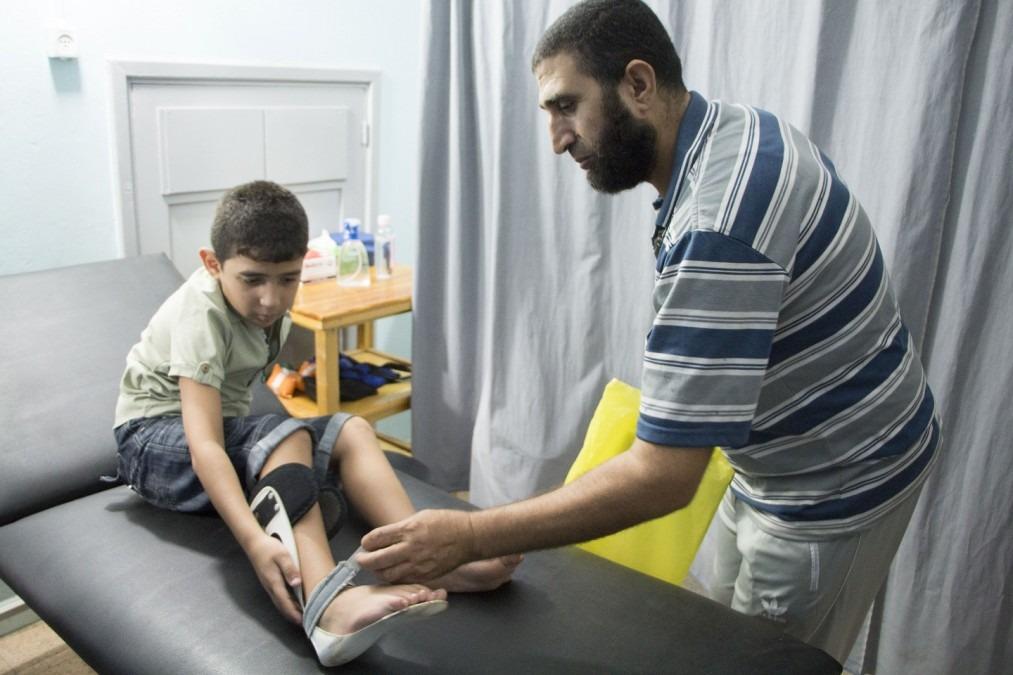 Mohamed et son père ont été blessés par la même balle. Palestine. Septembre 2018. ©Alva Simpson White/MSF