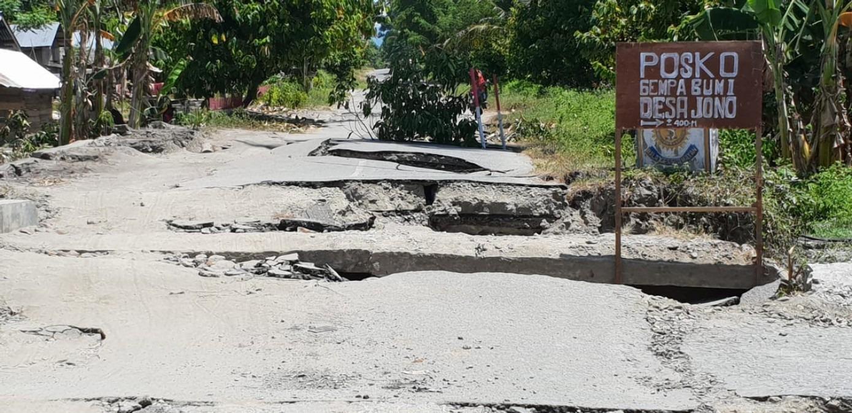 L'une des routes endommagées par le tremblement de terre de magnitude 7,7 qui a touché l'île de Palu en Indonésie le 28 septembre 2018. Sulawesi central, Octobre 2018. © Dirna Mayasari/MSF