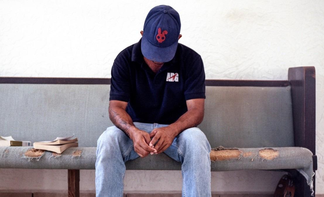 Cet Hondurien a été obligé de fuir avec sa femme enceinte. Ils ont été séparés à la frontière entre le Mexique et les États-Unis. Sa femme est détenue et risque d'être déportée au Honduras. Mexique, août 2017 © Dominic Bracco