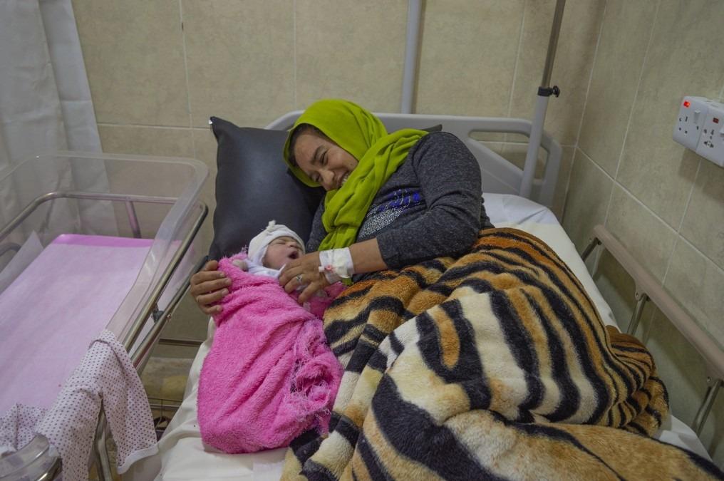 Haifa, 28 ans, a donné naissance à son bébé à la maternité de l'hôpital de Sinjar. Irak. Septembre 2018. © MSF