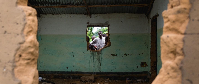La maison d'un ancien chef de milice détruite, suite à des représailles, dans la banlieue de Kananga. RDC, mars 2018. © Quentin Bruno/Brassage Photographique